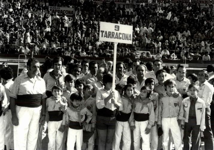 Els Xiquets de Tarragona, en una de les Manifestacions castelleres dels anys 70 (Foto: Chinchilla, cedida pel Centre d'Imatges de Tarragona - L'Arxiu)
