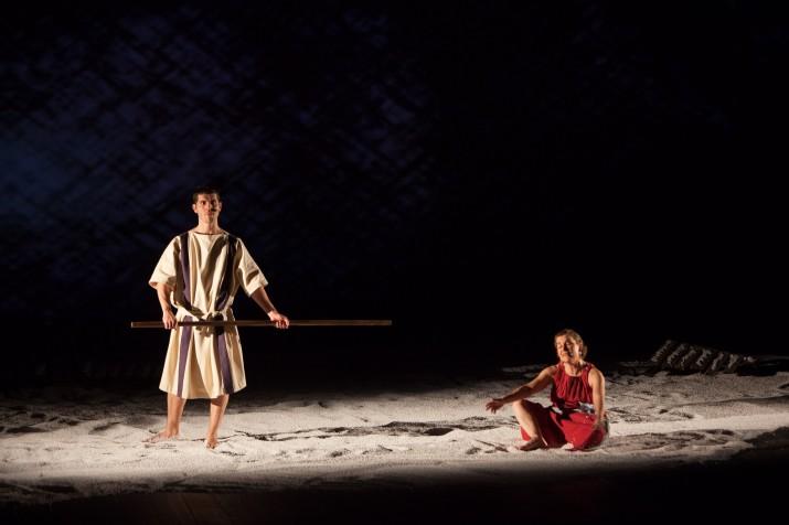 Un moment de l'espectacle 'El somni d'August' interpretat per Toni Vinyals, Isabel Soriano i Noèlia Pérez i dirigit per Marc Chornet (foto: Juan Segovia)
