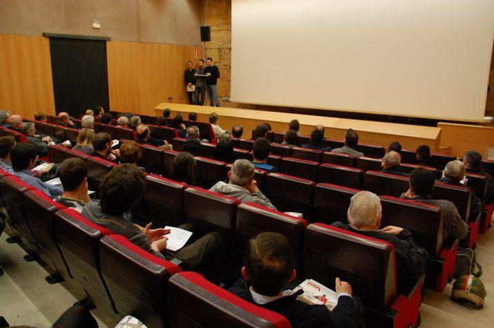 El periodista Quim Pons i el fotògraf David Oliete van explicar, respectivament, el contingut de la revista i del documental filmat fa 42 anys (foto: Josep Ardila)