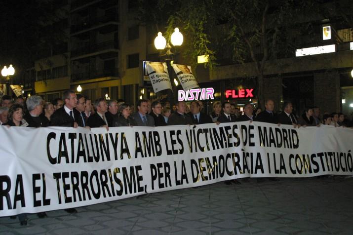 Capçalera de la manifestació celebrada a Tarragona el 12 de març de 2004 contra els atempats de Madrid (foto: MAURI)