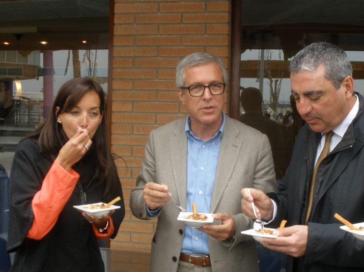 L'alcalde de Tarragona, el president de la Cambra de Comerç i la regidora de Comerç i Turisme en la ruta de tapes del 2013 (foto: Fet a Tarragona)