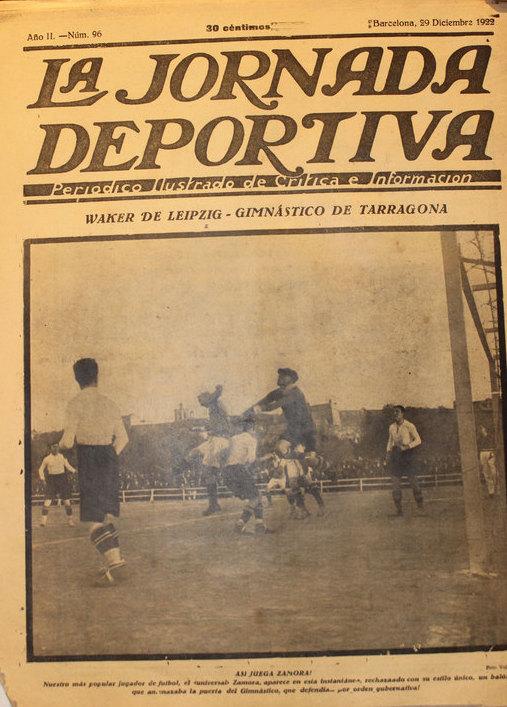 Portada de la revista Jornada Deportiva on es veu a Ricardo Zamora defensar la porteria del Nàstic. Foto cedida per Carlos Sanromà