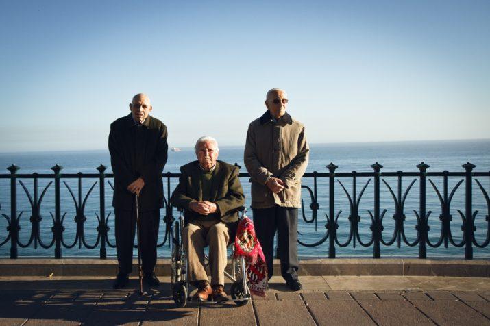 D'esquerra a dreta, Manel Sanromà (soci número 2), Josep Querol (1) i Sebastià Comes (3), al balcó del Mediterrani. (fotografia: David Oliete)