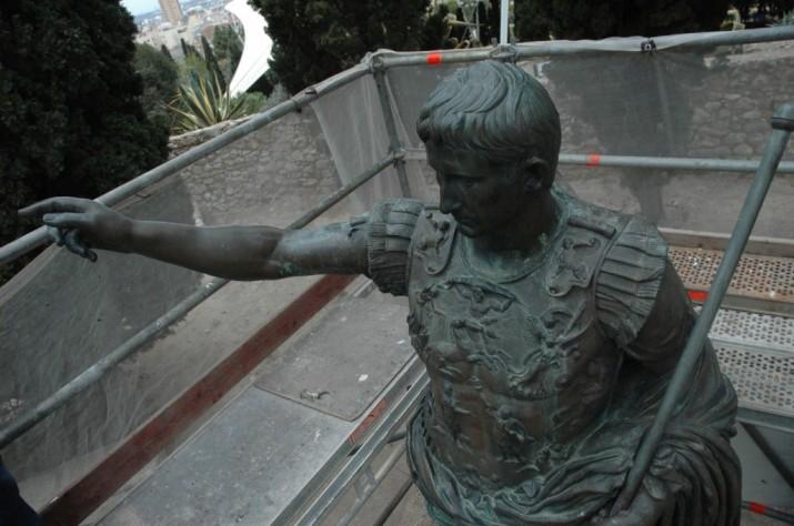 August estàtua
