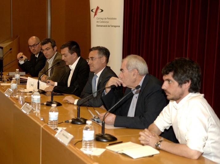 Els participants del debat, d'esquerra a dreta: Jordi Roca, Alejandro Colldefors, el moderador Ricard Lahoz, Ramon Tremosa, Ernest Maragall i Ernest Urtasun (foto: URV)