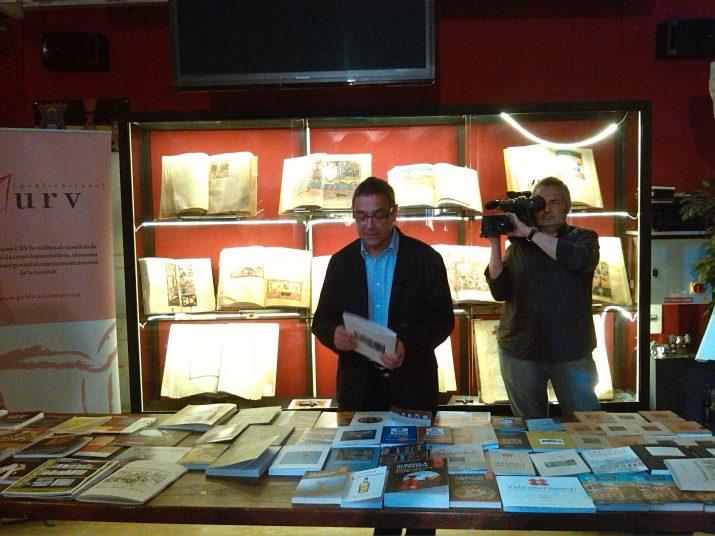 Alfred Arola presentant les novetats de la seva editorial per aquest Sant Jordi (foto: Anna Plaza)