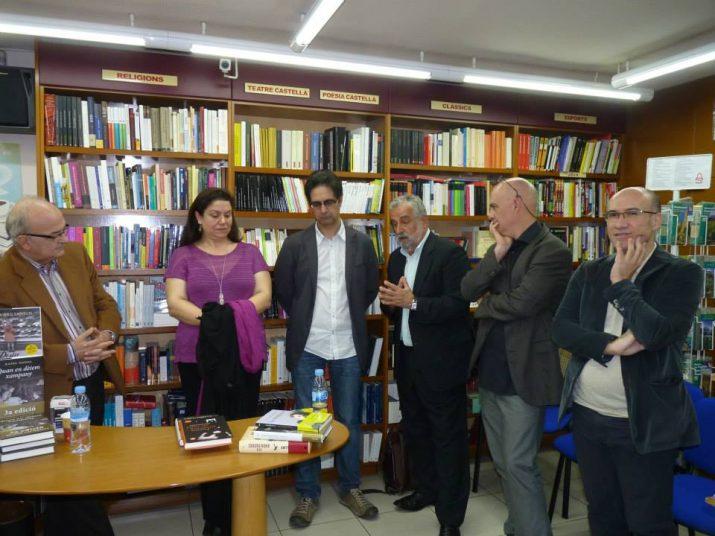 Trobada d'autors que presenten novetats per Sant Jordi: Manel Cuyàs, Care Santos, Vicenç Pagès, Rafael Nadal, Albert Villaró i Gaspar Hernández (foto: La Capona)