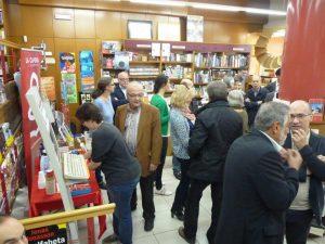 Cafè i pastes per acompanyar la trobada dels autors amb els lectors (foto: La Capona)