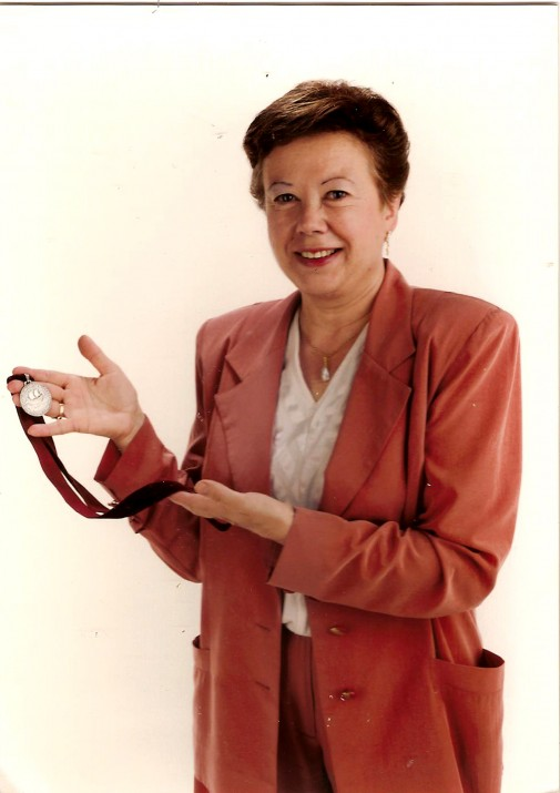 Medalla de plata de la ciutat de Tarragona Olga Xirinacs, l'any 1986 (foto cedida per Olga Xirinacs)
