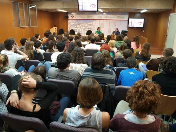 Imatge d'una de les conferències celebrades a la sala de graus de la URV (CEDIDA: Assemblea Filologia Catalana de la URV).