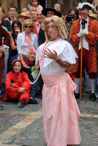Pere Navarro, el setembre de 2011, en una actuació de Dames i Vells (foto cedida per Dames i vells)