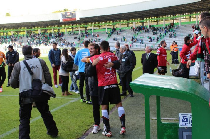 Xisco Campos s'abraça a Felip Ortiz per celebrar la classificació