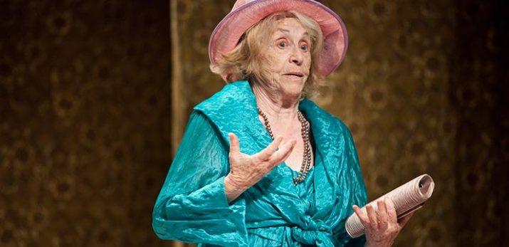 La Carulla en un moment de la representació de 'La iaia' (foto: Teatre Romea)