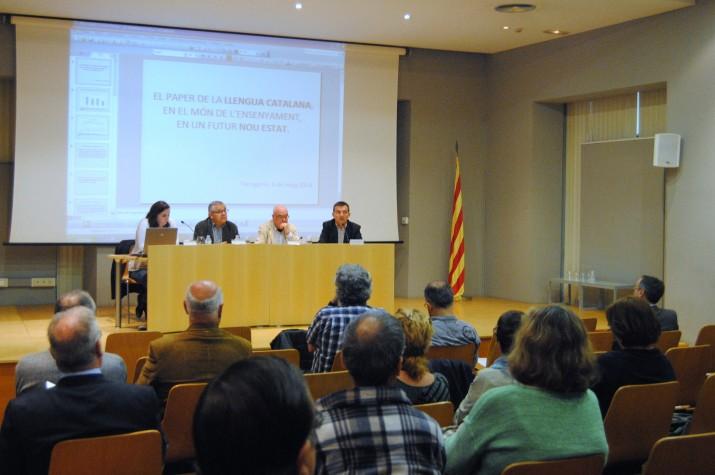 D'esquerra a dreta, Anna Gispert, Manuel Maria Fuentes, Matias Vives i el director del FET, Ricard Lahoz, durant el debat (fotografia: Anna Plaza).