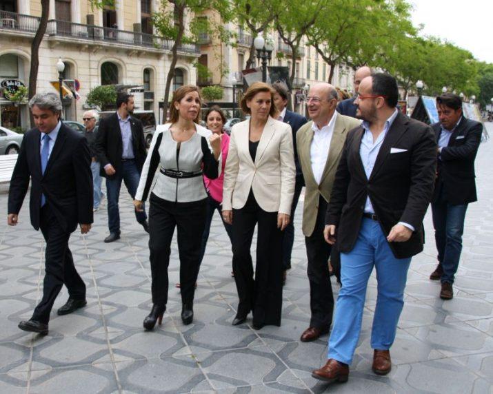 La comitiva electoral del PP passejant aquest dimarts per la Rambla Nova (foto: Agencia EFE)