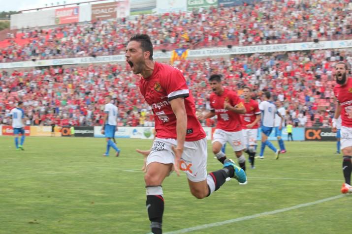 David Rocha celebra el gol de la victòria. Darrera Xisco i Marcos amb cara de ràbia després de la remuntada. Foto: Judit Fernández (L'Esportiu)