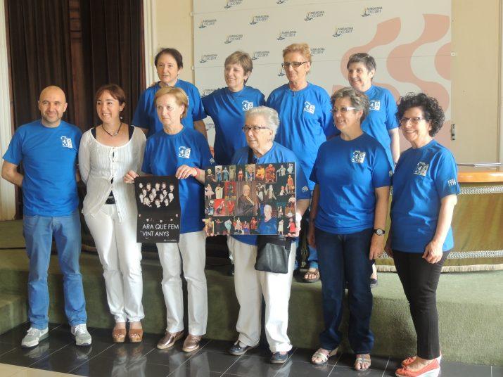Integrants del grup 45 RPM, acompanyades de la regidora de cultura, Begoña Floría.