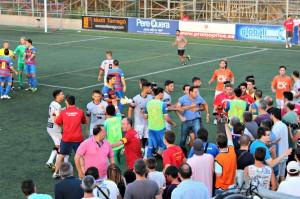 Enganxada entre jugadors, cos tècnic i aficionats del Llagostera.