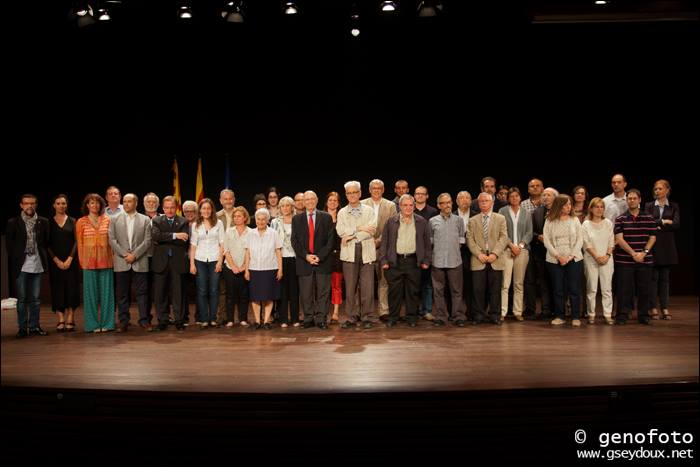 Representants de les 40 entitats que s'han adherit al Pacte Nacional pel Dret a Decidir a Tarragona. Al mig, Joan Rigol i Francesc Xammar (foto: ANC)