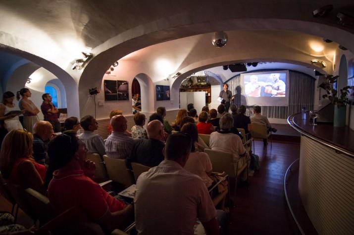 Lectors, subscriptors del FET, joves esportistes i voluntaris de Tarragona 2017, entre d'altres van assistir a la presentació de la revista (foto: David Oliete)