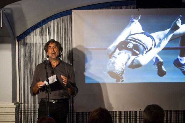 Ramon Pallejà, en un moment de la seva intervenció al Cafè Metropol, parlent del llegat que poden deixar els Jocs Mediterranis (foto: David Oliete)