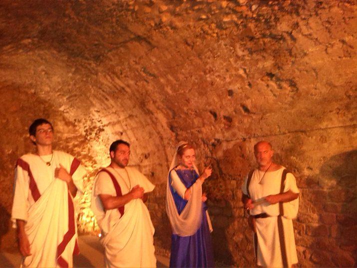 Marcus Vitrubius parla amb la família de l'edil de Tarraco