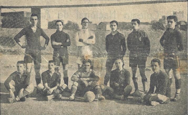 Foto revista football 1919. Pubicada al Fet a Tarragona num4. Segurament la foto més antiga d'un onze del Nàstic. Cedida per Pablo Ornaque