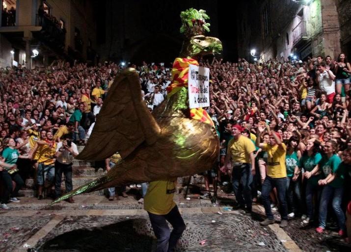 La Baixada de l'Àliga del 2013 (foto extreta del grup del Facebook del grup 'Àliga de Tarragona')