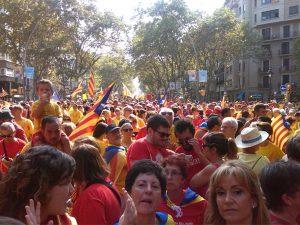 El tram 48, a la Gran Via, estava ple de gent de Tarragona i els pobles del voltant