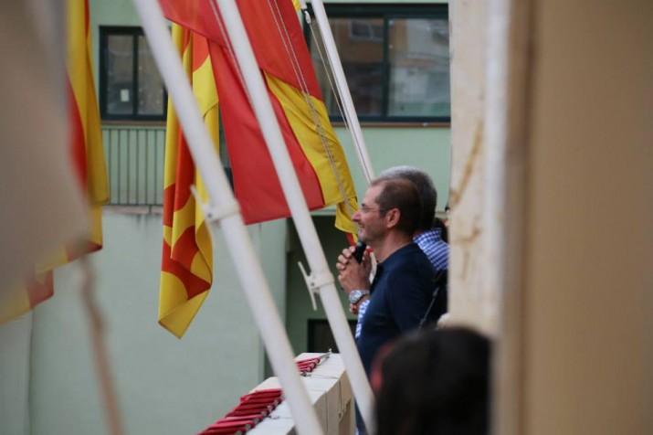 Oriol Grau, perpetuador de les Festes, al balcó del Palau Municipal, al costat de l'alcalde (foto: Ajuntament de Tarragona)