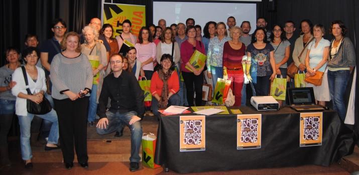 Foto de família dels participants a les parelles lingüístiques i membres del CNL durant l'acte de presentació (Fotografia: Albert Ollés).
