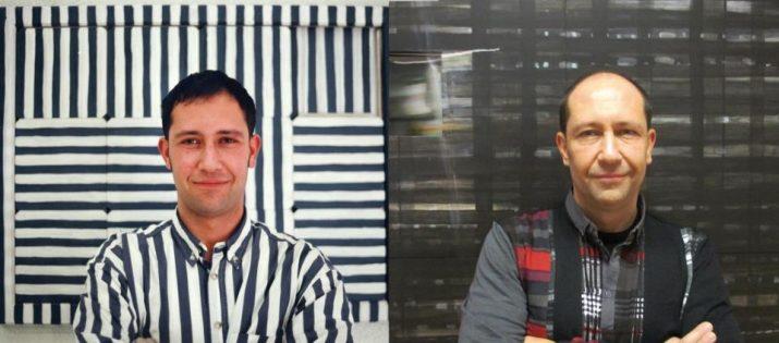 Àlvar Calvet, davant dues de les seves peces artístiques els anys 1994 i 2012