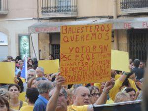 La pancarta que feia feia referència a Ballesteros i el Congreso de Suresnes.