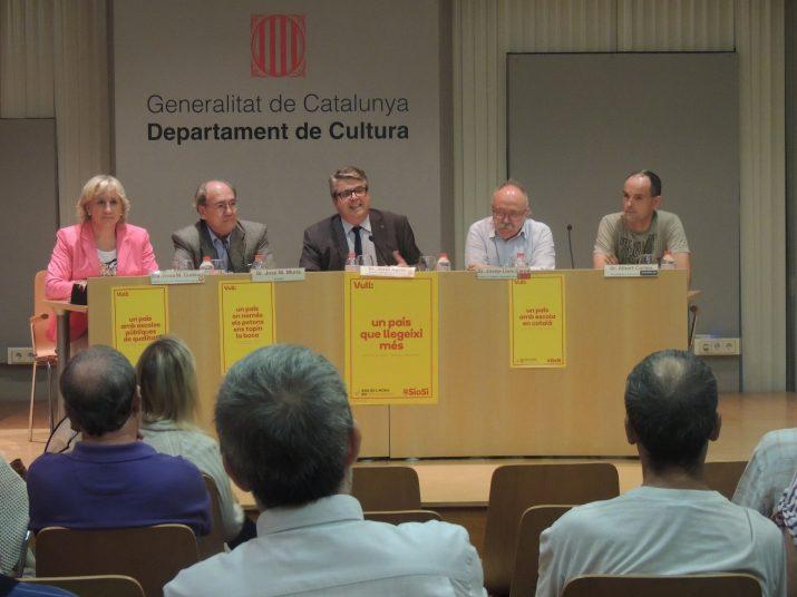 """José Maria Murià (segon per l'esquerra), el dia de la presentació del llibre """"Per què en sóc?"""", a Tarragona."""