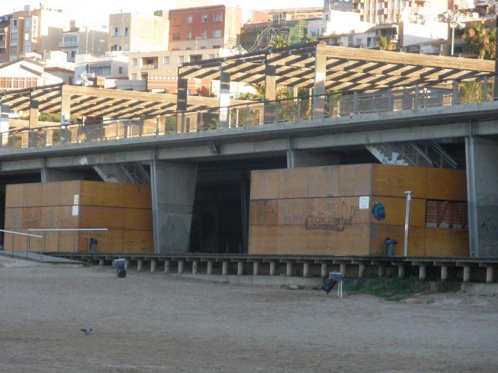 """La plataforma del Miracle, """"ara tancada com un monument a la incompetència"""", segons l'autor de l'article. (Foto: Fet a Tarragona)"""