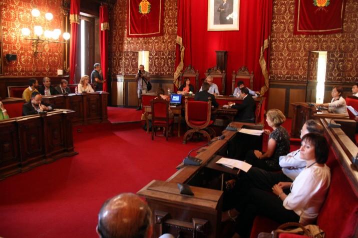 Ple extraordinari de l'Ajuntament de Tarragona on es va votar una moció de suport a la Consulta del 9 de novembre (foto: ara.cat)