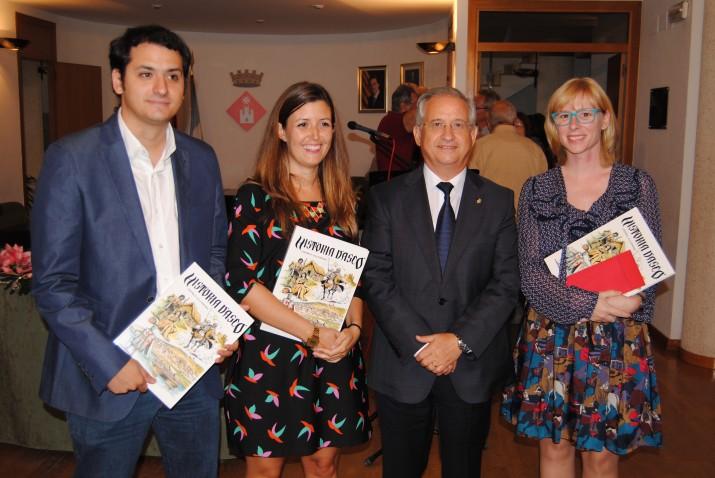 Andreu Prunera, Adriana Monclús i Anna Plaza, guanyadors dels premis de periodisme,  amb l'alcalde d'Ascó