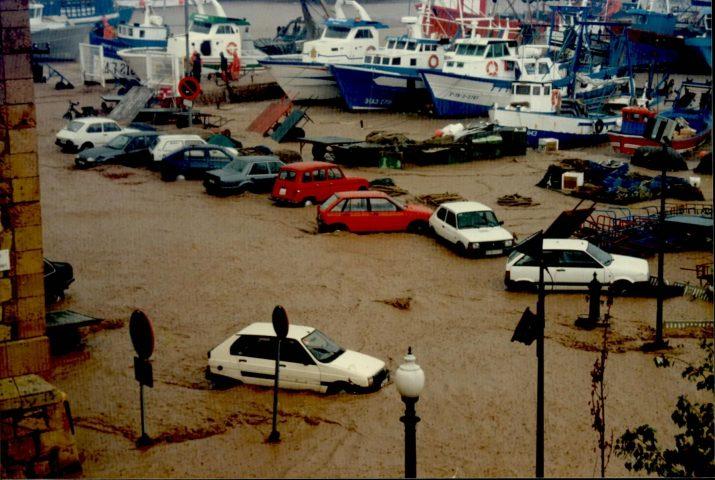 El Serrallo, inundat el 10 d'octubre de 1994 (foto: Jordi Mallol)