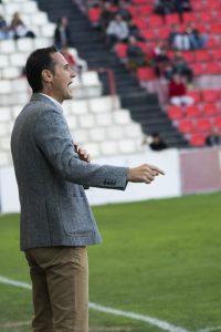 Vicente Moreno va intentar corregir el rumb del partit aquest cop sense massa fortuna. Foto: Nàstic