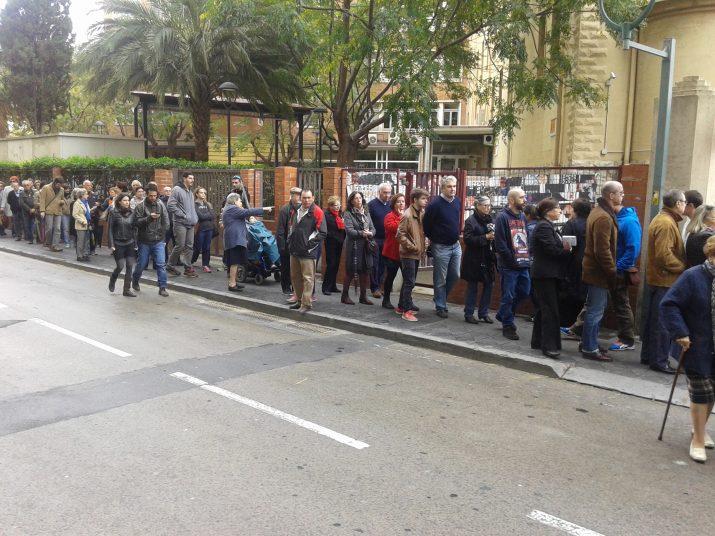 Carrer Estanislau Figueras davant de l'IES Tarragona, a quarts de dues del migdia