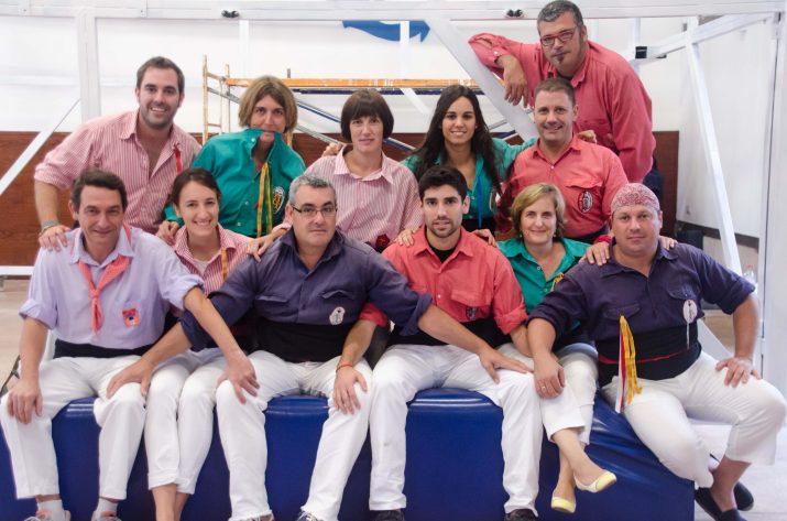 Treballadors de BASF amb camises de colles castelleres. Una de les fotos del calendari 2015 que regala la revista FET a TARRAGONA (foto: Juan Segovia)