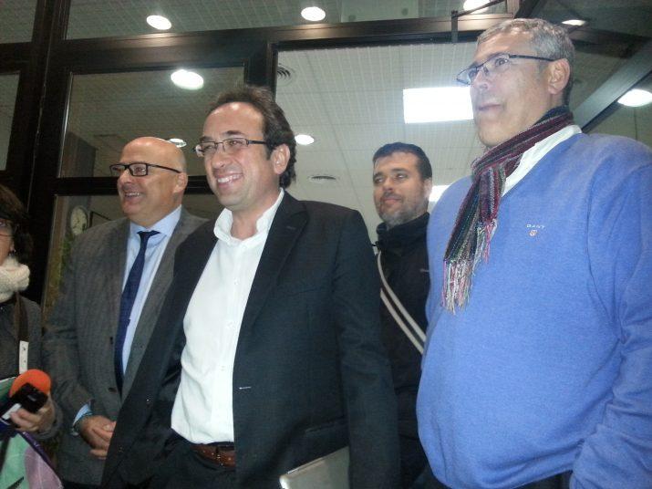 Lluís Corominas, Josep Rull i el president local de CDC, Jordi Sendra, després de la reunió d'aquest dimecres a la nit (foto: TARRAGONA 21)