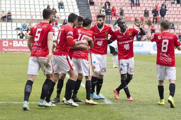 La pinya habitual dels jugadors grana per celebrar els gols. Foto:Nàstic
