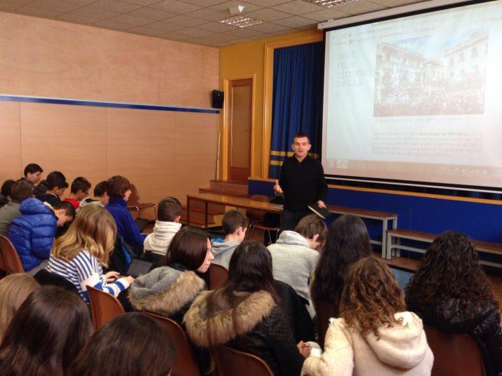 Un moment de la xerrada amb els alumnes de La Salle Torreforta (foto cedida per l'escola)