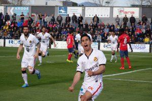 Rayco celebra el gol de la victòria del Nàstic a Olot. Foto:Joan Alfons López