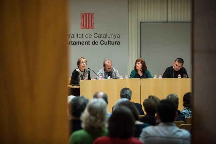 Debat sobre el premi Pin i Soler. D'esquerra a dreta: Margarida Aritzeta, Jordi Tiñena, Carina Filella i el moderador, Ricard Lahoz (foto: DAVID OLIETE)