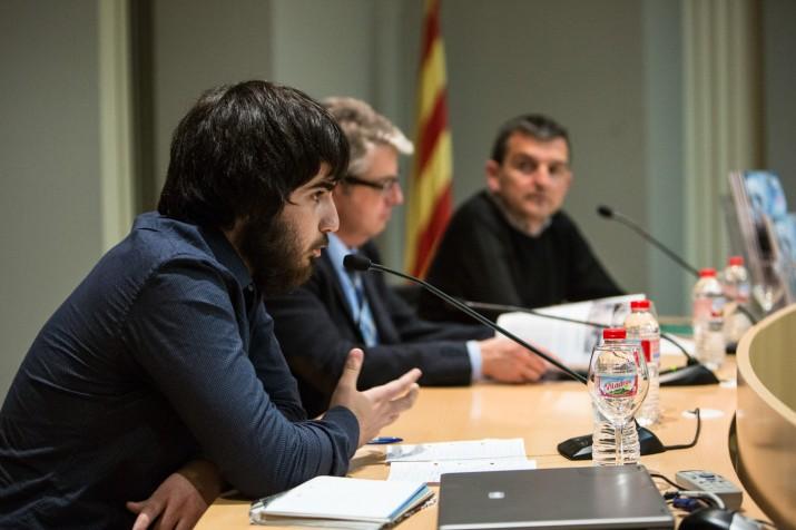 Enric Garcia Jardí presenta els continguts del suplement literari del FET a TARRAGONA al costat de Jordi Agràs, director territorial de Cultura, i el director de la revista, Ricard Lahoz (foto: DAVID OLIETE)