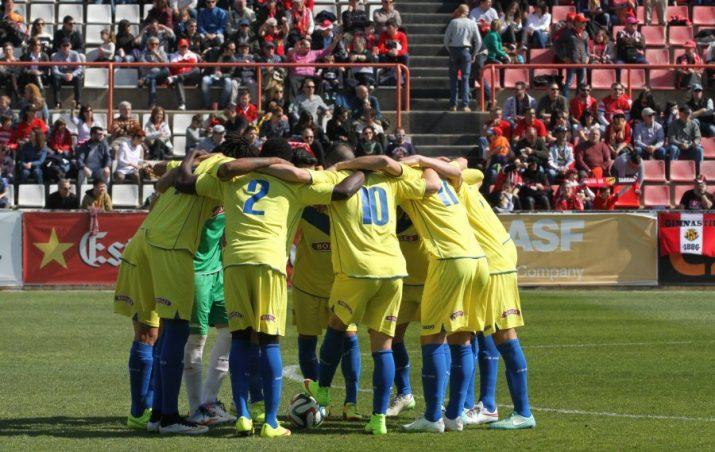 Els jugadors del Reus, abans de l'inici del partit (foto: Diari de Tarragona)
