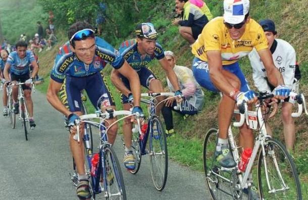 Indurain amb Luc Leblanc i Richard Virenque a les rampes d'Hautacam 1994. Foto:Caminosolo.net
