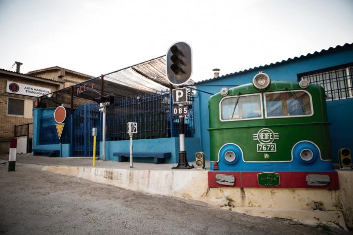 Accés al local de l'Associació Ferroviària de Tarragona, al carrer del Mar (foto: DAVID OLIETE)